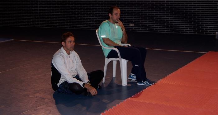 Esteban y Toni observando un combate_2